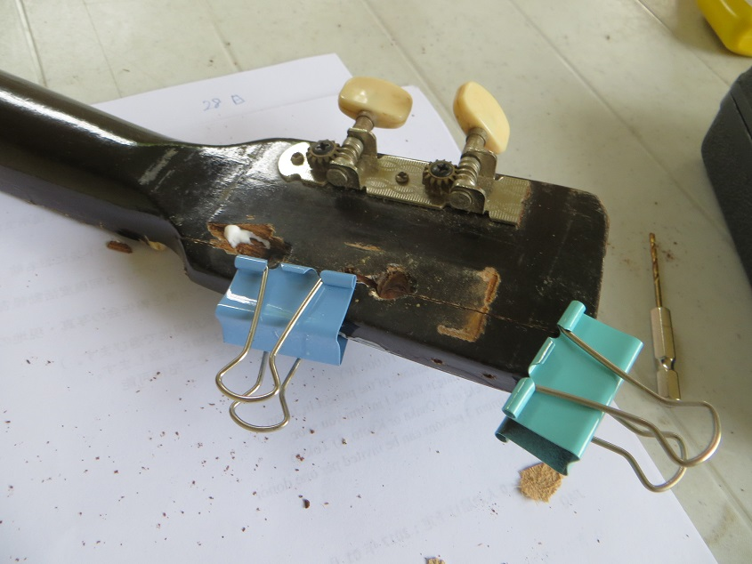 壊れたウクレレの修理2